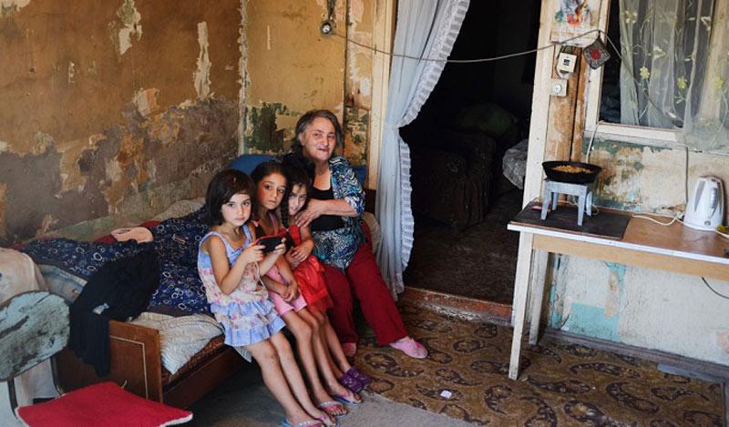 02_armenia-poverty